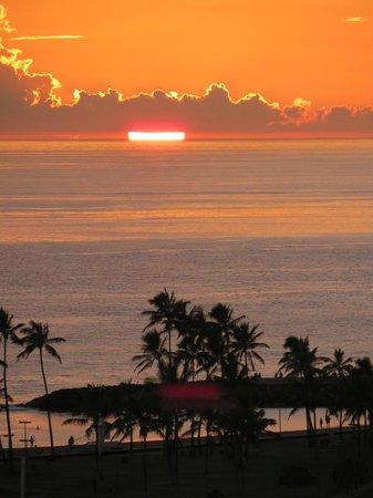 The Modern Honolulu: the sun setting behind the clouds