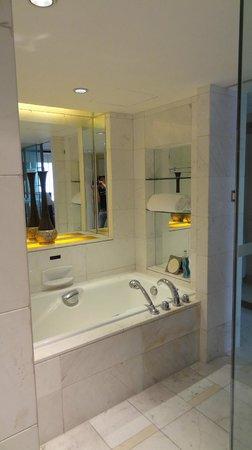 Sofitel Chengdu Taihe : Bathtub