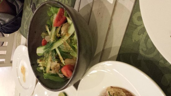 Suay Restaurant: ポメロのサラダ