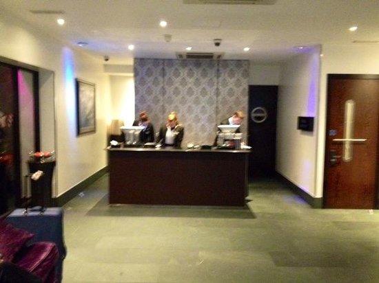 Radisson Blu Edwardian Sussex Hotel: Front office/ Reception