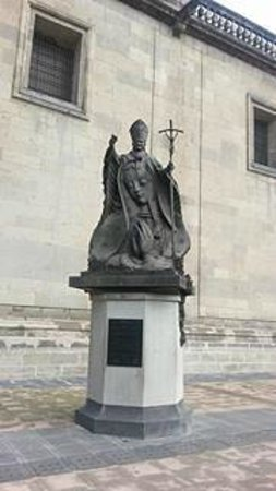 Historic Center (Centro Historico) : The Statue of Pope John-Paul II outside the Metropolitan Cathedral in Mexico City