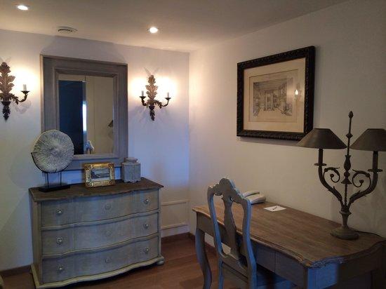 Hotel Le Brittany : Le coin bureau de la chambre