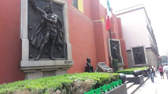 Historic Center (Centro Historico) : Sculptures of ancient Aztedc emperors