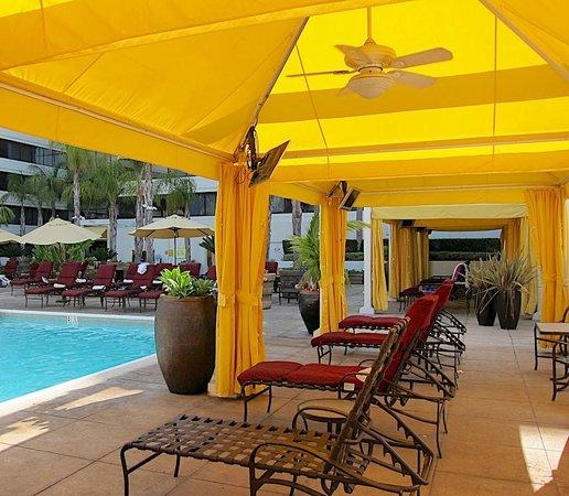 The Duke Hotel Newport Beach: Pool-side Cabana