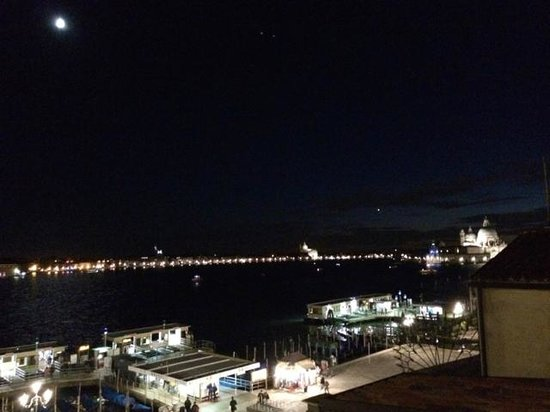 Hotel Paganelli : View from rooftop terrace under Venetian Moon