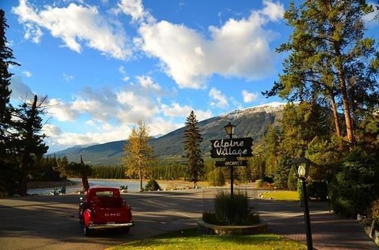 Alpine Village Cabin Resort - Jasper: Great view from office