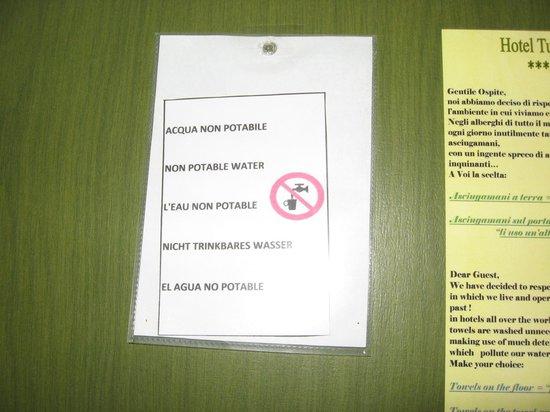 Turim Hotel : Cartello acqua NON potabile