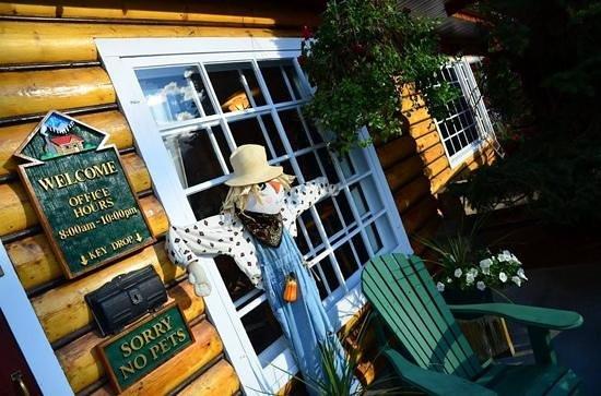 Alpine Village Cabin Resort - Jasper: Office front