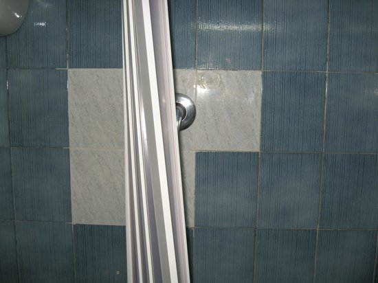 Turim Hotel : Pratia doccia divelta dalla guide