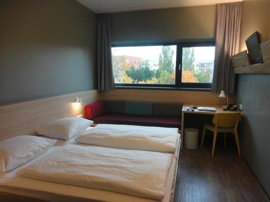 MEININGER Hotel Berlin Airport : double room