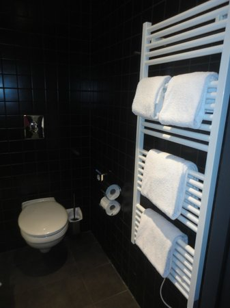 MEININGER Hotel Berlin Airport : great quality towels