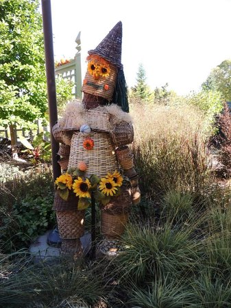 Minnesota Landscape Arboretum : One of the many scarecrows on display.