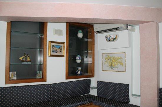 Holidays Baia D'Amalfi: В холле отеля