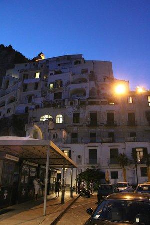 Holidays Baia D'Amalfi: Вид на отель с причала