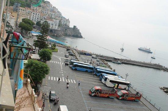 Holidays Baia D'Amalfi: Автобусная станция рядом с отелем