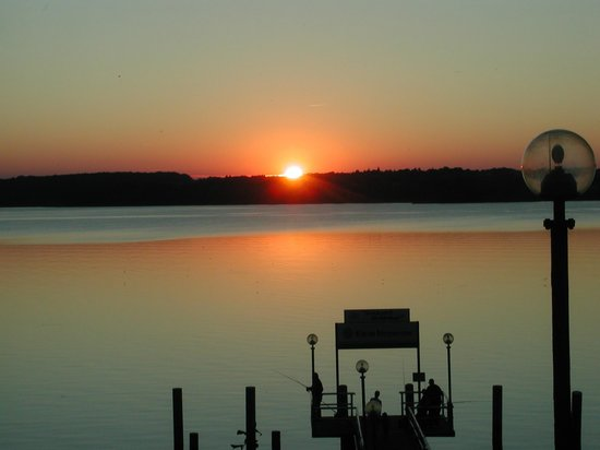 Seehotel Heidehof: Sonnenuntergang am Tollensesee