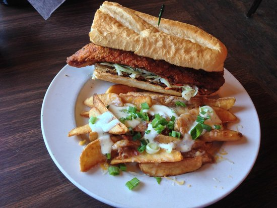 Pappy & Harriet's Palace: Catfish sandwich and cheese fries