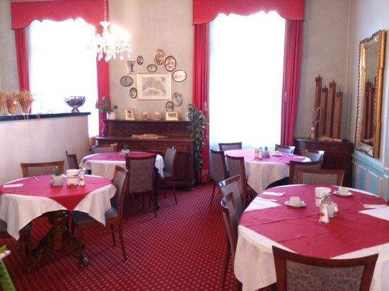 Hotel Schweizerhof: Breakfast room