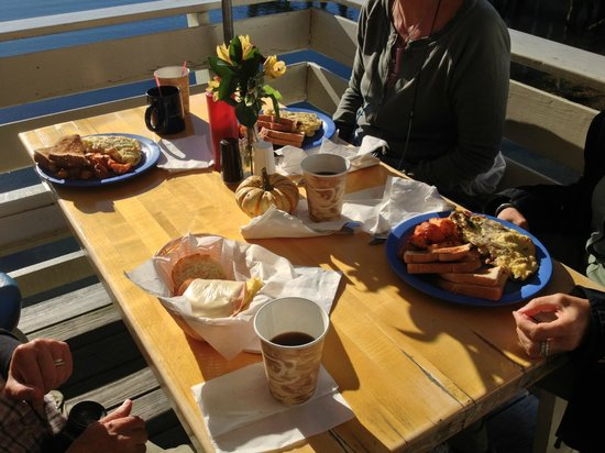 Blue Moon Cafe: Breakfast in a sunny day