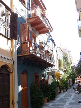 Kyveli Suites: Front entrance to hotel
