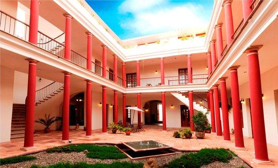 Hotel Villa Antigua: Patio principal del hotel Villa Antigua en Sucre