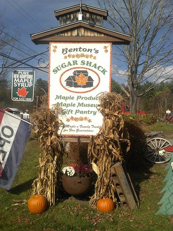 Benton's Sugar Shack: bentons sugar shack in the fall