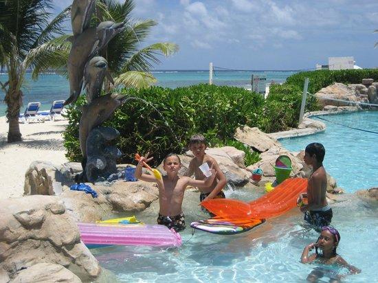 Wyndham Reef Resort : kids playing in one of three pools