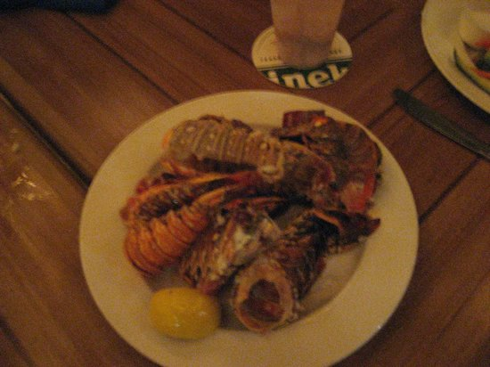 Wyndham Reef Resort: lobster tail grave yard after dinner the night we all 5 had lobster tail