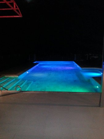 Grand Sunset Hotel: Rooftop pool at night