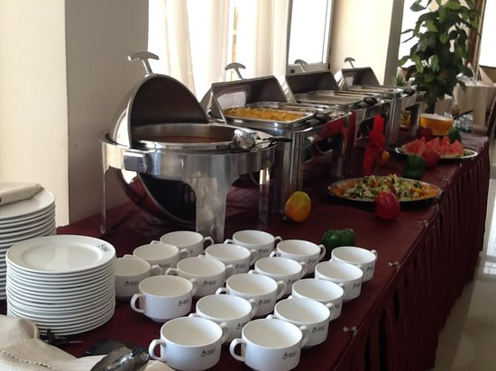 Alwaq Hotel : International Buffet Service
