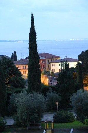 Hotel Villa Madrina: Blick vom Balkon auf den Gardasee (Abendstimmung)