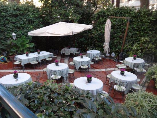 Hotel Giulio Cesare: Patio restaurant