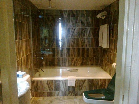 Princess Port de Plaisance Resort and Casino : salle de bain