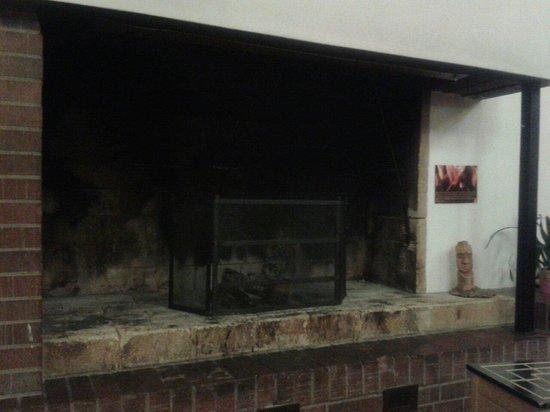 Le Bemont Youth Hostel : Fireplace