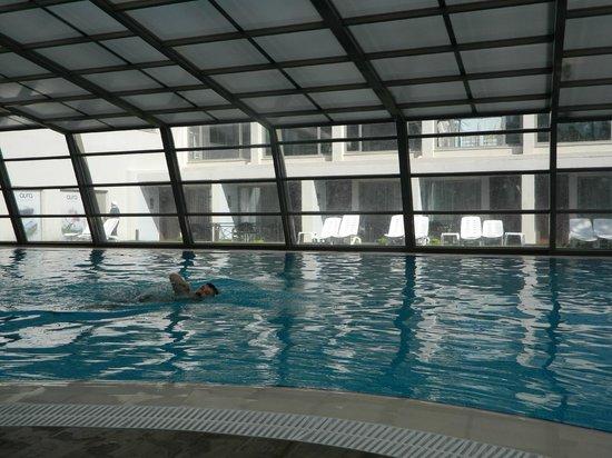 Tusan Beach Resort: kapalı havuz