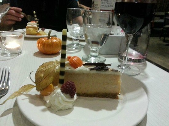 Delta Hotels by Marriott Edmonton South Conference Centre : Thanksgiving Dinner dessert