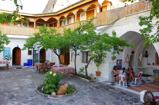 Ufuk Pension: внутренний дворик