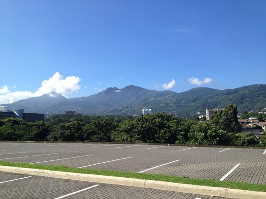 Holiday Inn San Jose-Escazu: view to the mountains near by