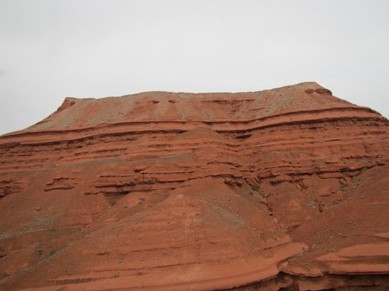 The Hideout Lodge & Guest Ranch: Red sandstone bluffs