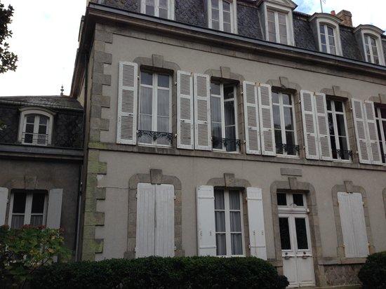 Maison de la Garenne : Front of B&B