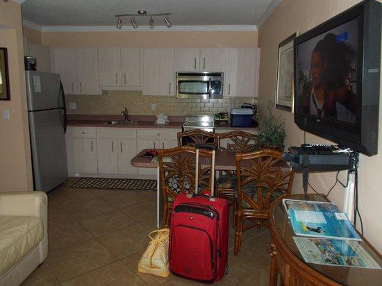 Tropical Beach Resorts: Kitchen area