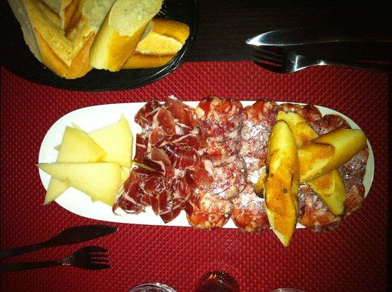 Le P'tit Barcelone : L'assiette mixte charcuterie et fromage. Miam !