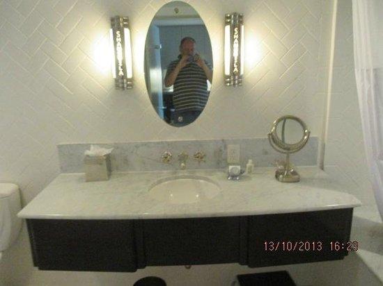 De grote spiegels in de slaapkamer en hal foto van hotel shangri
