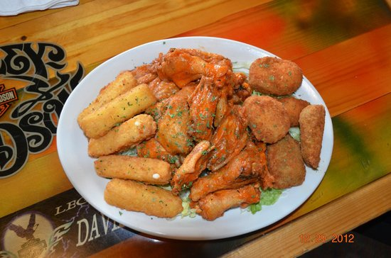 Island Time Bar & Grill: Buffalo wings Jalapeno poppers cheese sticks