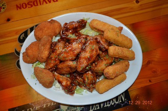 Island Time Bar & Grill: BBQ wings, Jalapeno poppers, cheese sticks