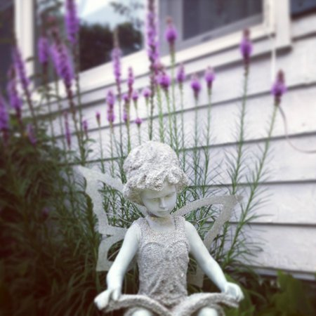 Roosevelt Inn: Instagram pic I took of the little fairy outside the office