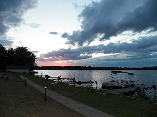 Paradise Shores 4: beautiful sunset on Lake Holcombe, WI