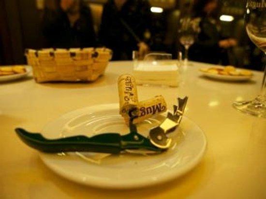 Hotel Ciudad de Haro: Nosing and tasting at Muga
