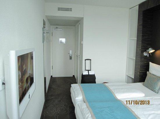 The single room 2 bild von motel one berlin hauptbahnhof for Motel one berlin zimmerausstattung
