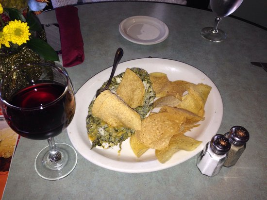 Riverhouse Grill : Spinach and artichoke dip.